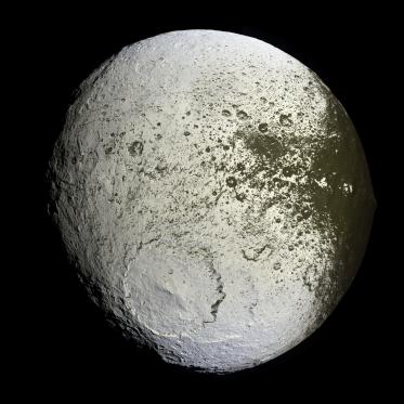 iapetus_as_seen_by_the_cassini_probe_-_20071008